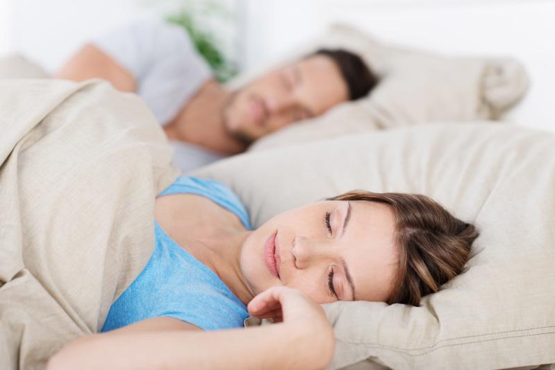 полезен ли сон на обычных подушках?